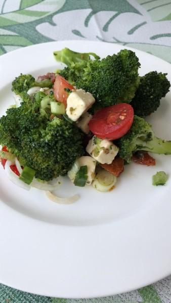 Brokkolisalat-mit-Fetak-se