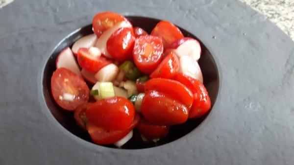 Tomatensalat-mit-Radieschen