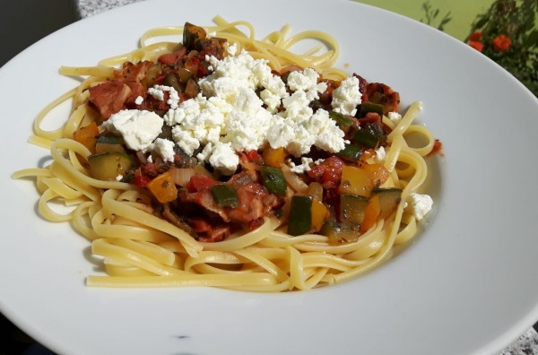 Spaghetti-mit-mediterraner-Sauce