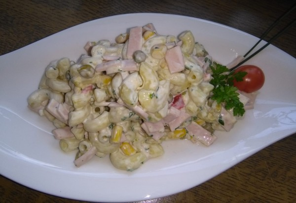 Nudelsalat-mit-Mayonnaise-2